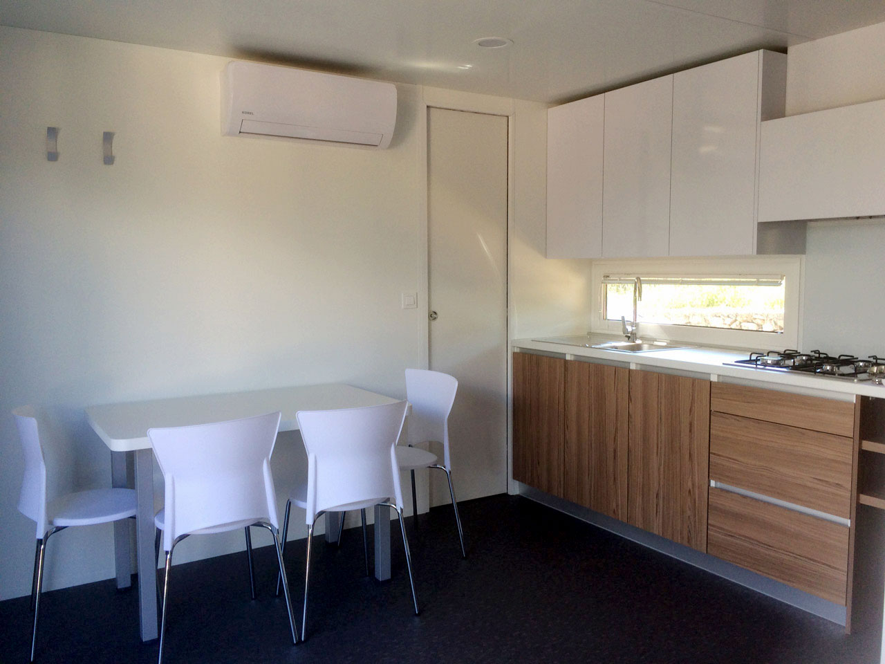 Image of the kitchen and dining room in KS Holiday Suite mobile house, Jezera, Murter, Dalmatia, Croatia